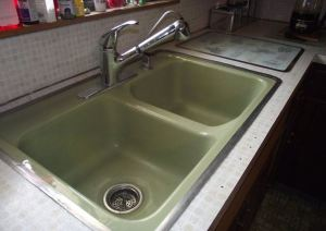 avocado-sink-with-metal-hudee-rim
